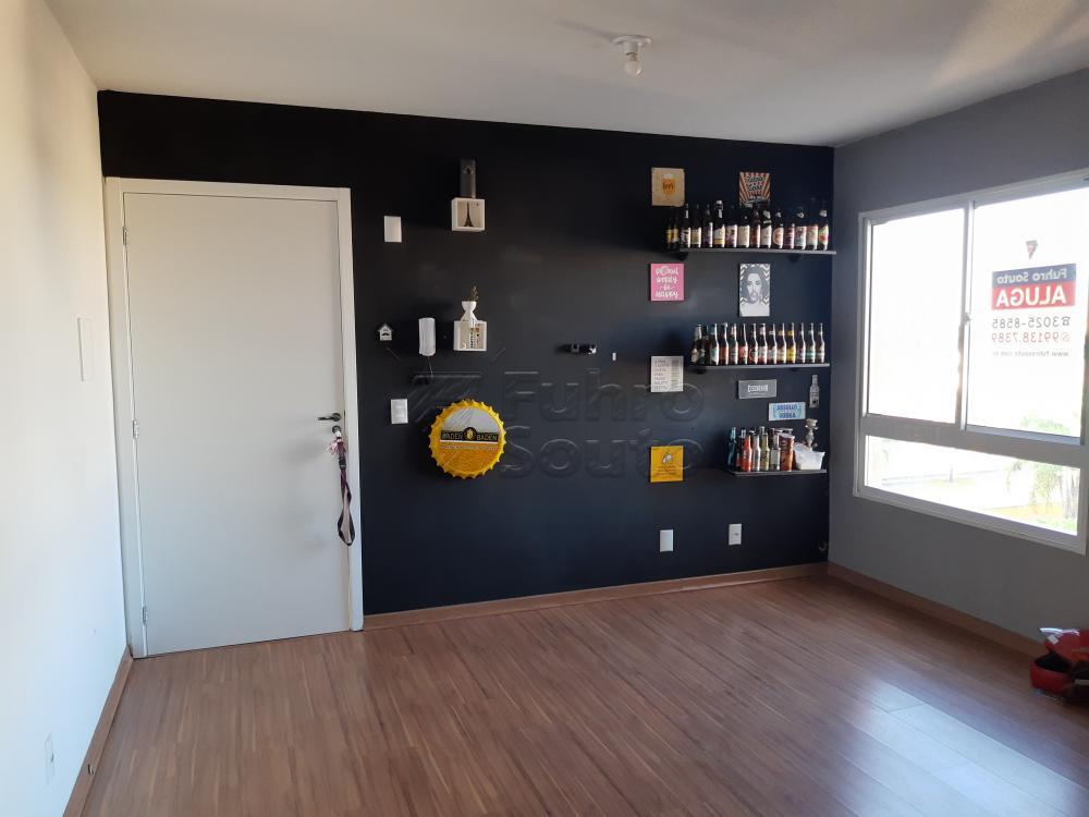 Alugar Apartamento / Padrão em Pelotas R$ 900,00 - Foto 2