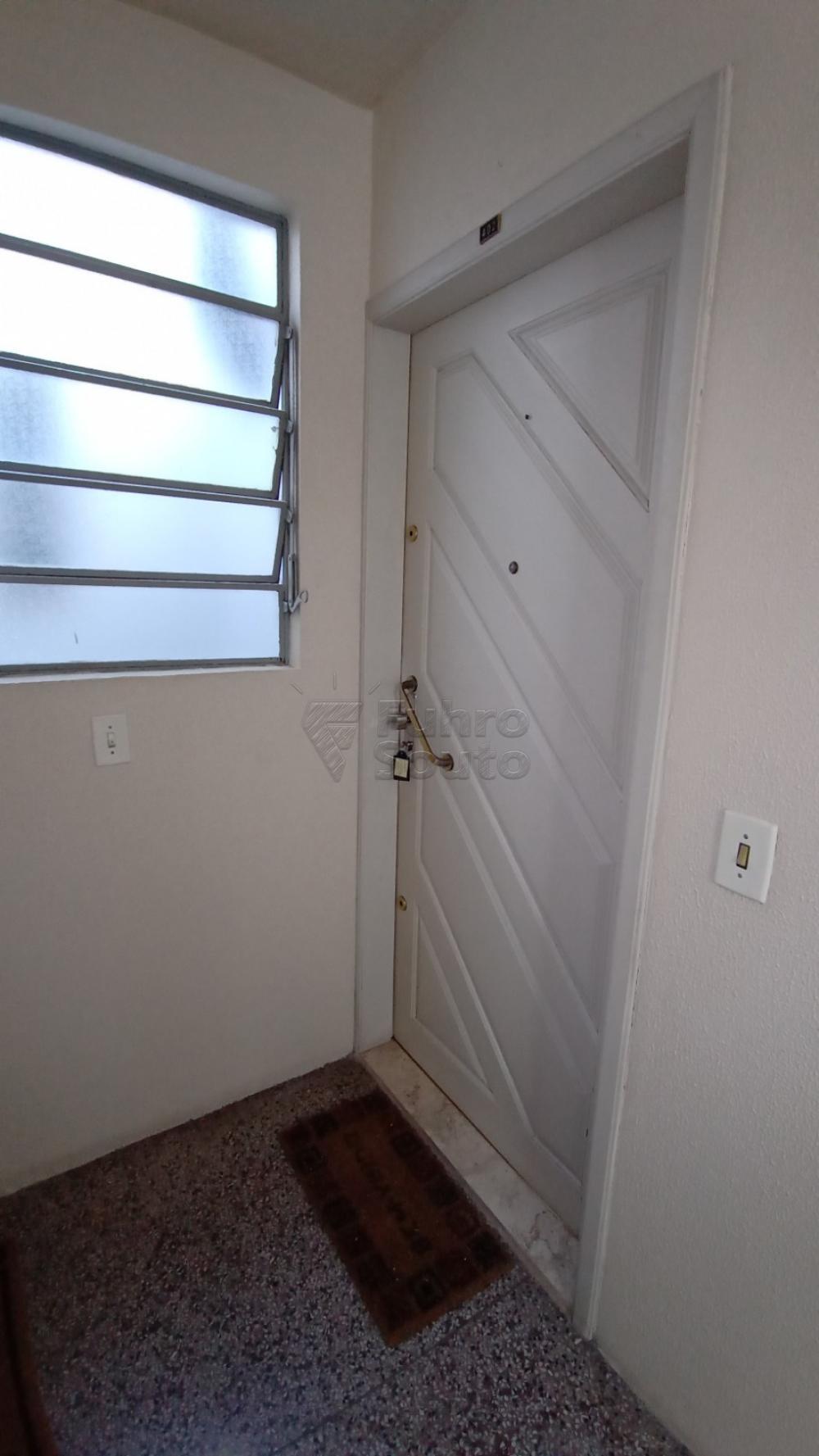 Comprar Apartamento / Padrão em Pelotas R$ 169.600,00 - Foto 17