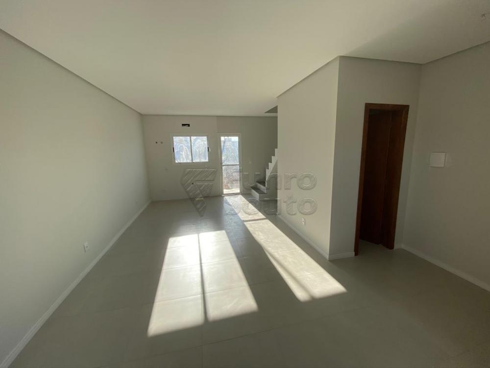 Comprar Casa / Padrão em Pelotas R$ 320.000,00 - Foto 1