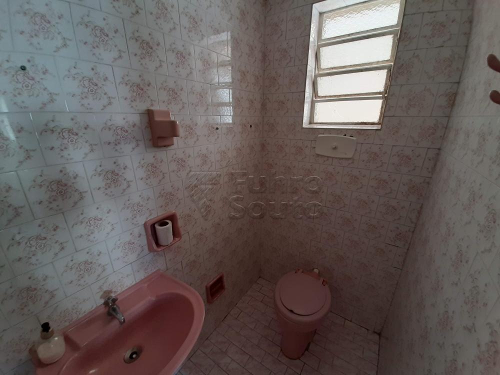 Santos Dumont- Sobrado com 5 dormitórios, peças amplas, dependência de empregada, garagem+ vagas descobertas e pátio.