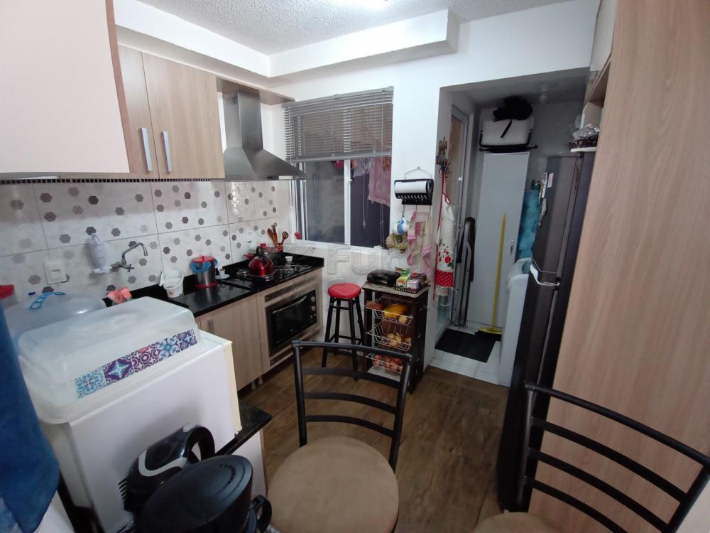 EDÍFICIO PARQUE CENTRAL (PRÓXIMO A SANTA CASA) Apartamento com 2 dormitórios, banheiro social, box de vidro, grades, sala de estar, portão elétrico, cerca elétrica, área serviço e interfone.