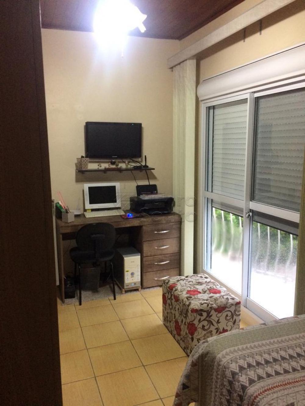Comprar Casa / Padrão em Pelotas R$ 380.000,00 - Foto 5