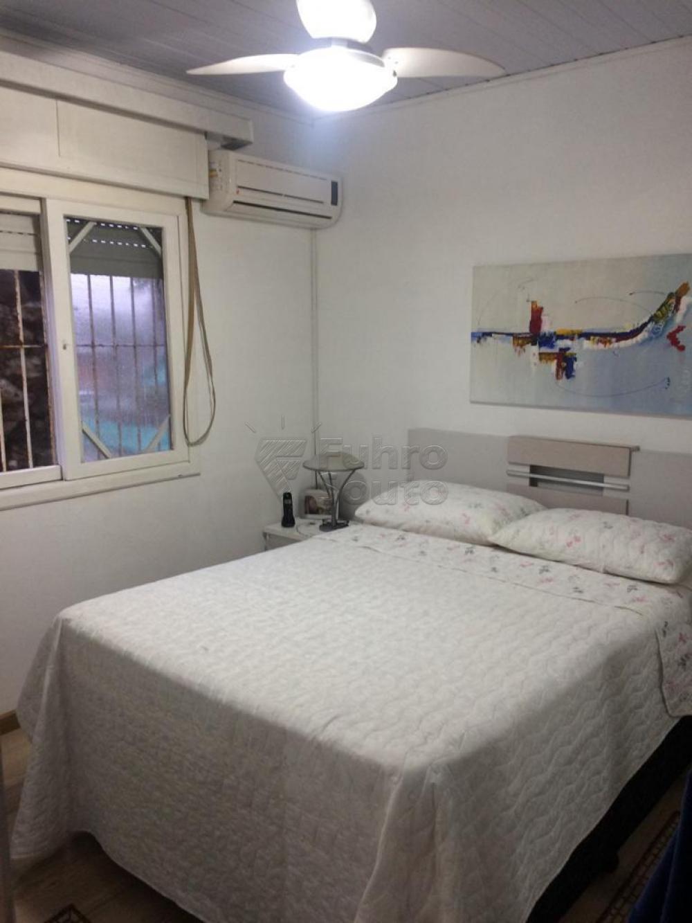 Comprar Casa / Padrão em Pelotas R$ 380.000,00 - Foto 3