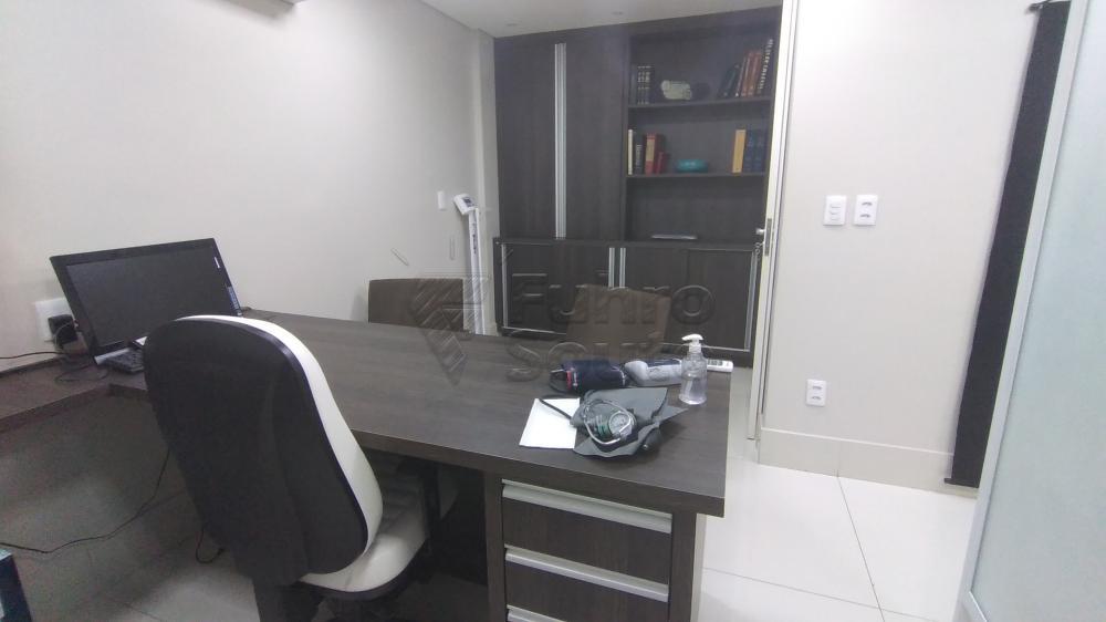 Comprar Comercial / Sala em Condomínio em Pelotas R$ 820.000,00 - Foto 6