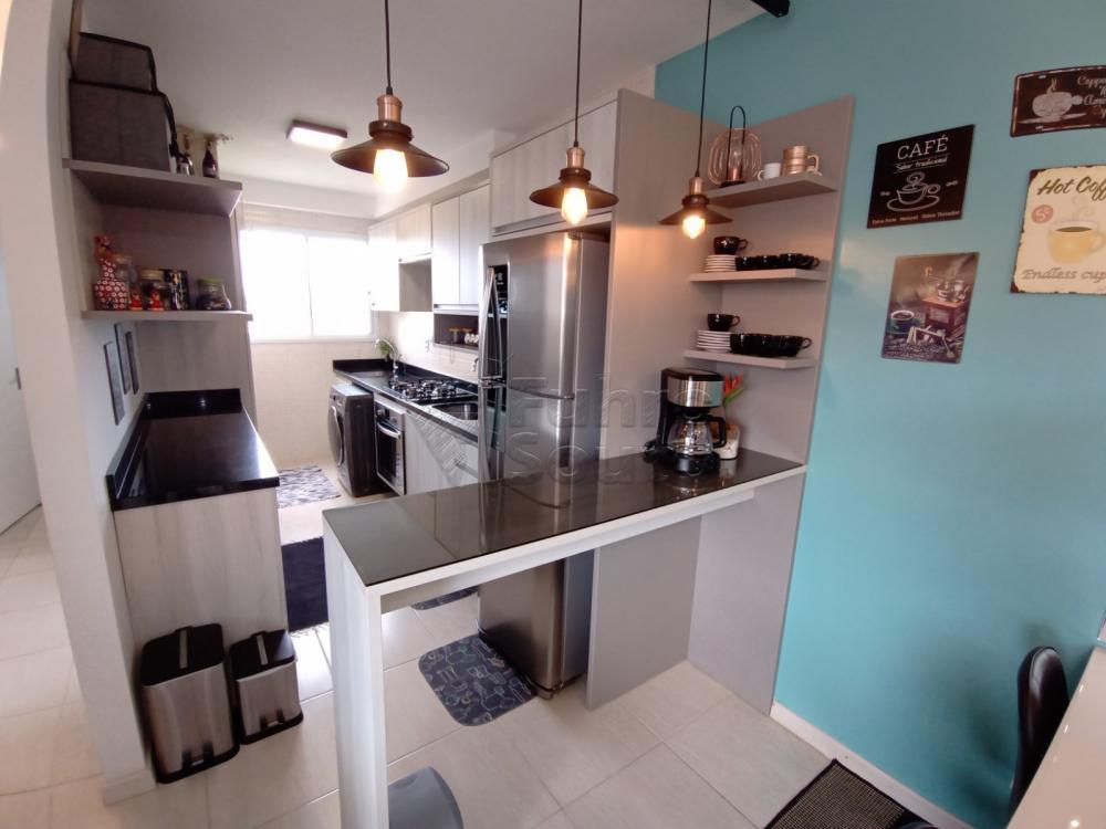 Comprar Apartamento / Padrão em Pelotas R$ 189.000,00 - Foto 2