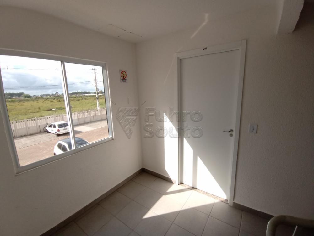 Comprar Apartamento / Padrão em Pelotas R$ 110.000,00 - Foto 2