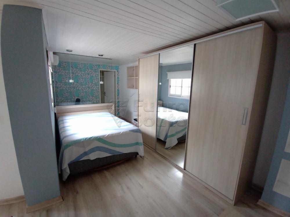Excelente casa na Bento Martins, com 5 dormitórios sendo 1 Suíte, 3 banheiros, 2 vagas de carro, agua quente, alarme, ar condicionado, banheira de hidromassagem, escritório, churrasqueira, pátio, lavanderia. Agende sua visita