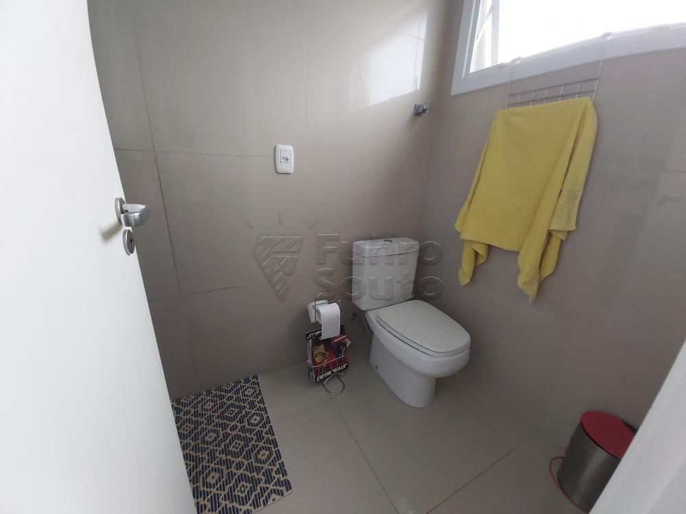 Sobrado Lagos de São Gonçalo Fundo do Lago - Ensolarado, 3 dormitórios sendo 1 suíte com closet, banheiro social, sala, lareira, copa-cozinha, espaço gourmet com churrasqueira, sala intima, terraço, lavanderia, pátio, piscina, garagem para 2 carros. R$ 1.750.000,00