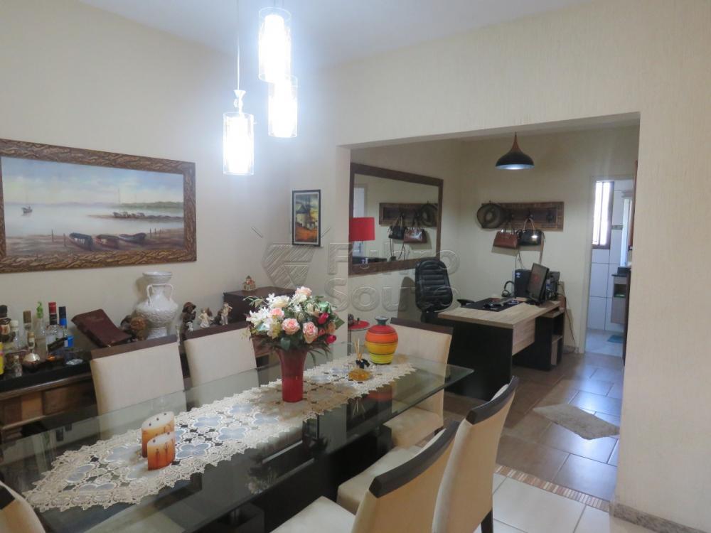 Comprar Casa / Padrão em Pelotas R$ 480.000,00 - Foto 4