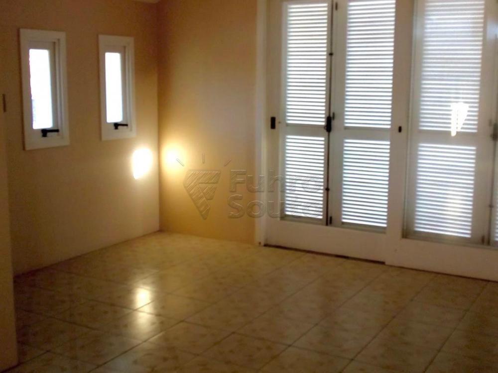 Comprar Casa / Padrão em Pelotas R$ 1.180.000,00 - Foto 2