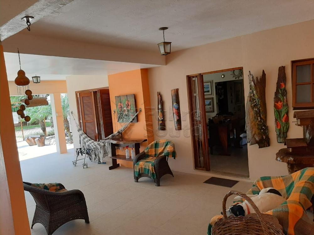 Comprar Casa / Padrão em Pelotas R$ 1.200.000,00 - Foto 1