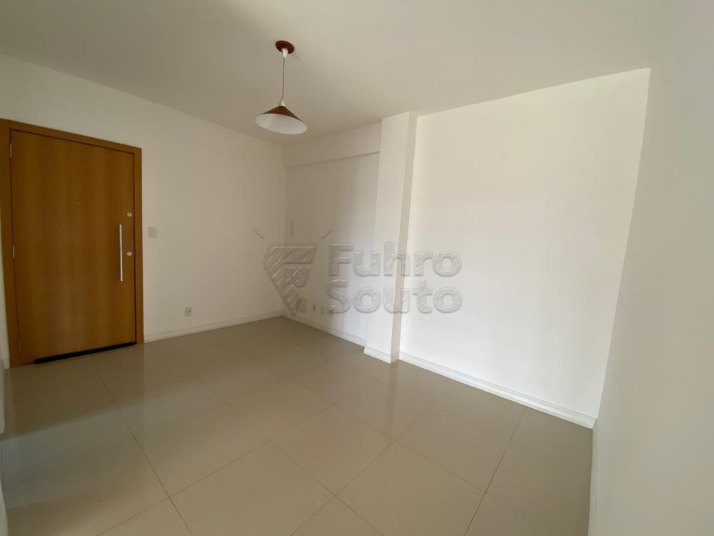 Comprar Apartamento / Padrão em Pelotas R$ 625.000,00 - Foto 3