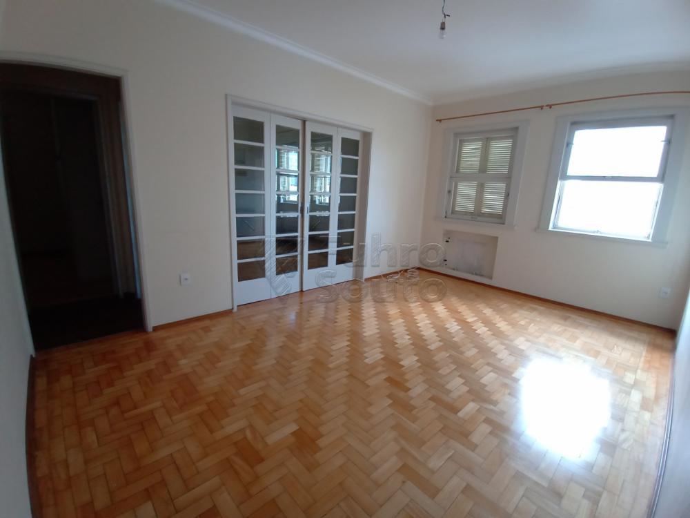 Comprar Apartamento / Padrão em Pelotas R$ 380.000,00 - Foto 2