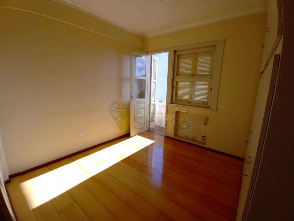 Comprar Apartamento / Padrão em Pelotas R$ 380.000,00 - Foto 4