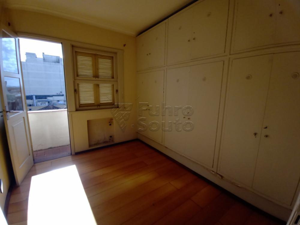 Comprar Apartamento / Padrão em Pelotas R$ 380.000,00 - Foto 5