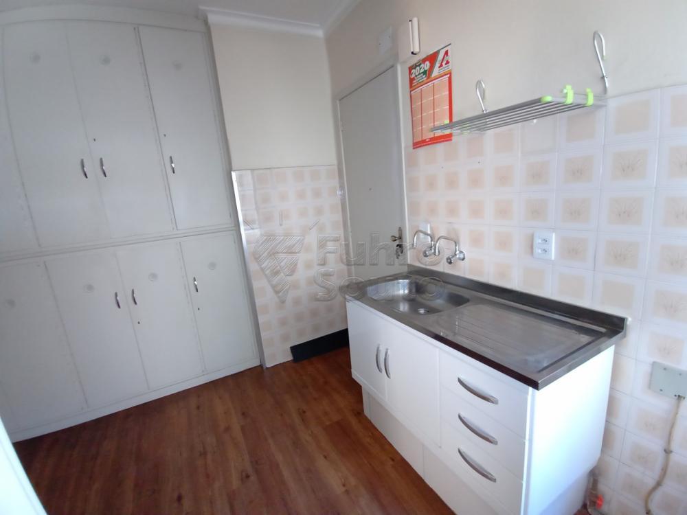 Comprar Apartamento / Padrão em Pelotas R$ 380.000,00 - Foto 13