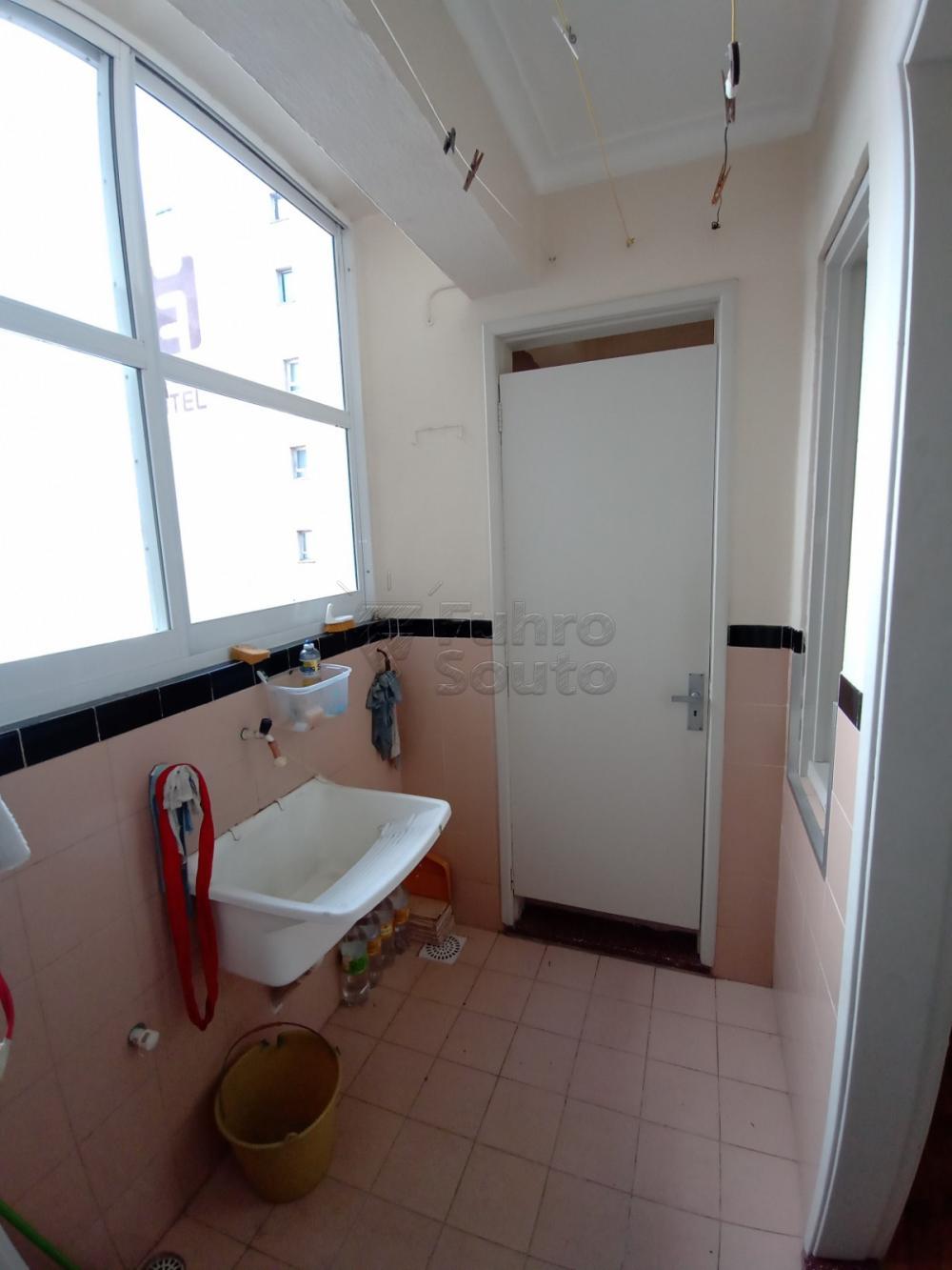 Comprar Apartamento / Padrão em Pelotas R$ 380.000,00 - Foto 14