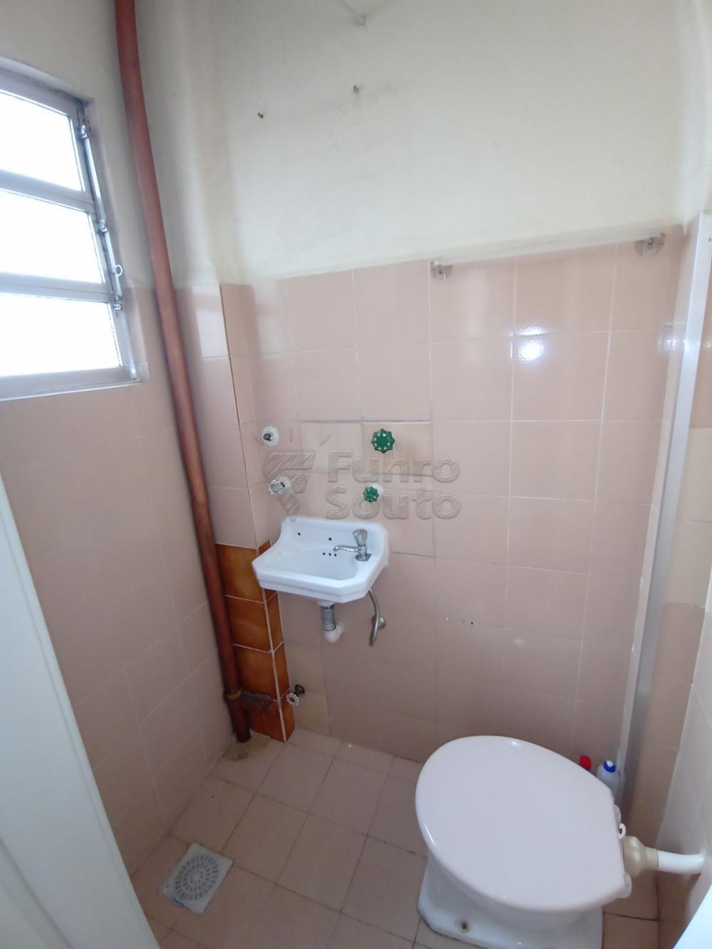Comprar Apartamento / Padrão em Pelotas R$ 380.000,00 - Foto 15