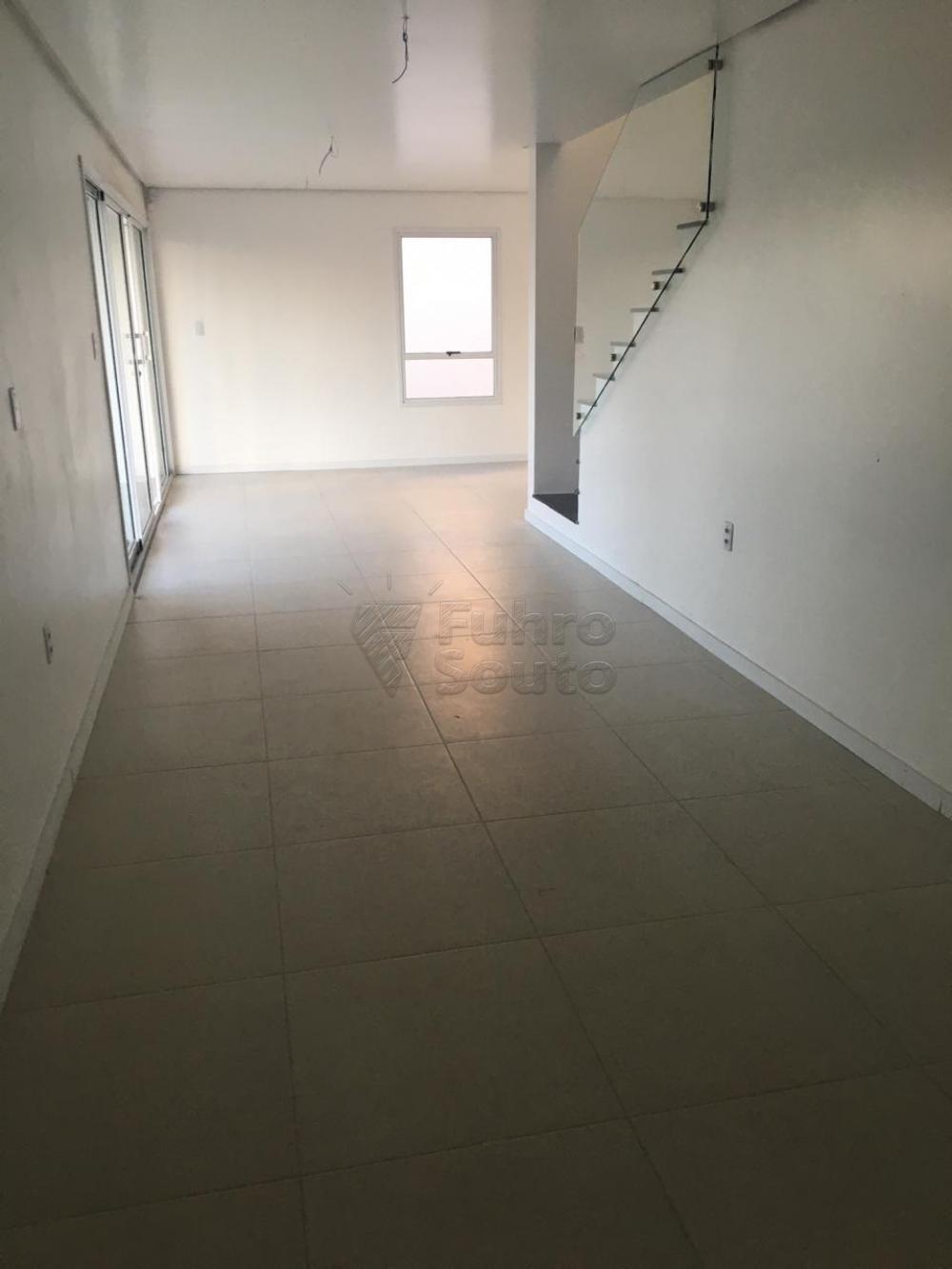 Comprar Casa / Padrão em Pelotas R$ 426.000,00 - Foto 2