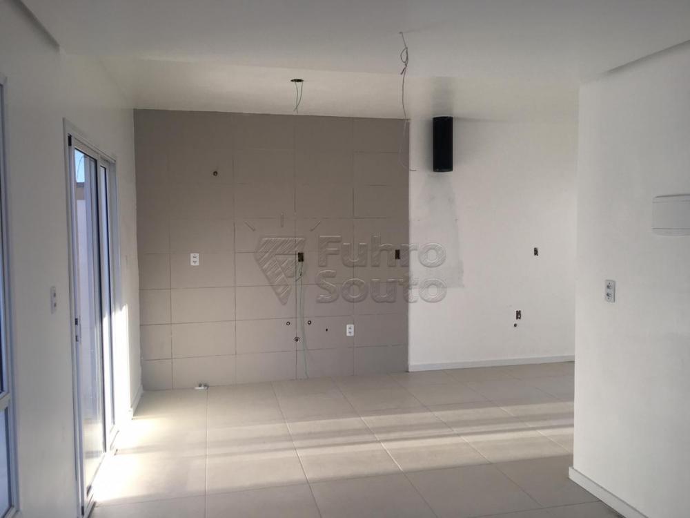 Comprar Casa / Padrão em Pelotas R$ 426.000,00 - Foto 3