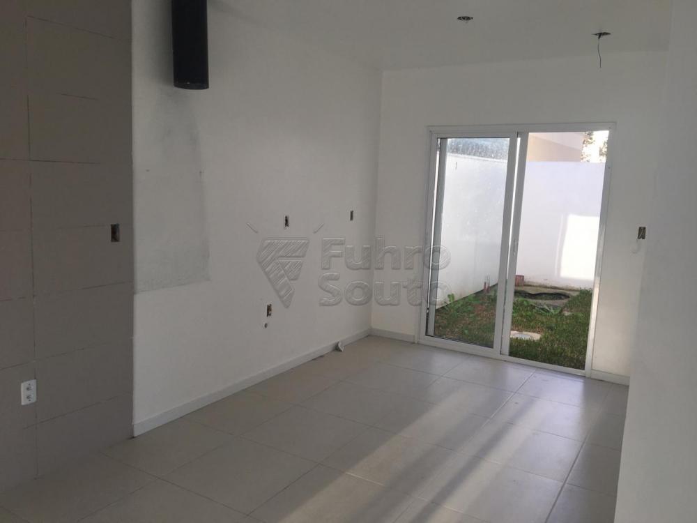 Comprar Casa / Padrão em Pelotas R$ 426.000,00 - Foto 1