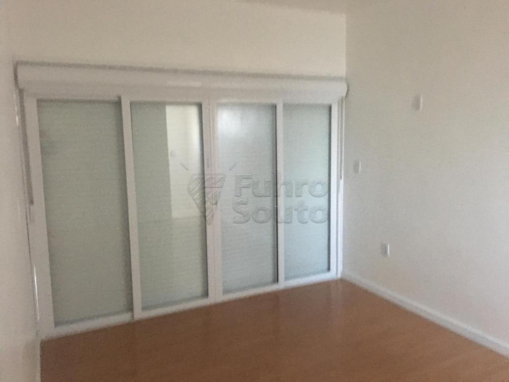 Comprar Casa / Padrão em Pelotas R$ 426.000,00 - Foto 14
