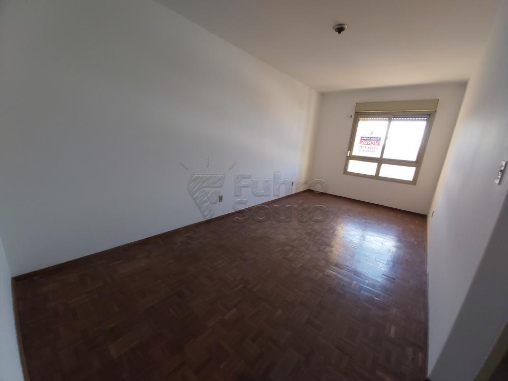 Comprar Apartamento / Padrão em Pelotas R$ 180.000,00 - Foto 2