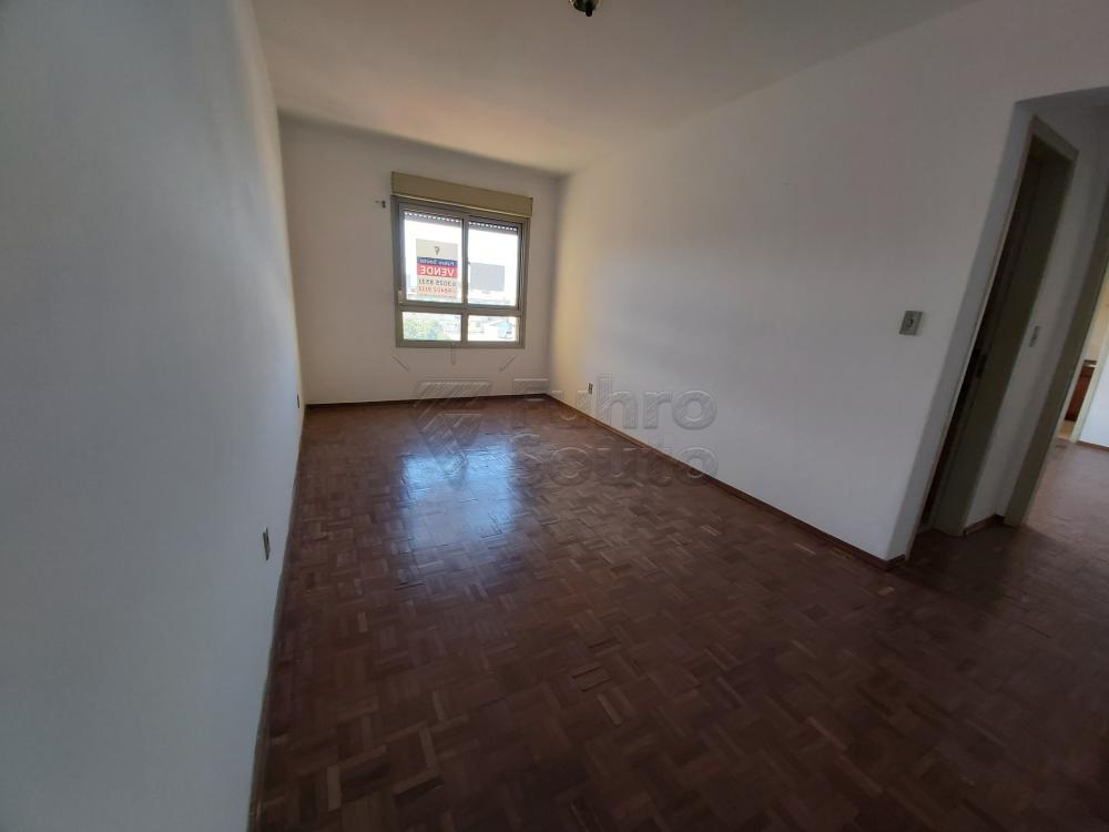 Comprar Apartamento / Padrão em Pelotas R$ 180.000,00 - Foto 3