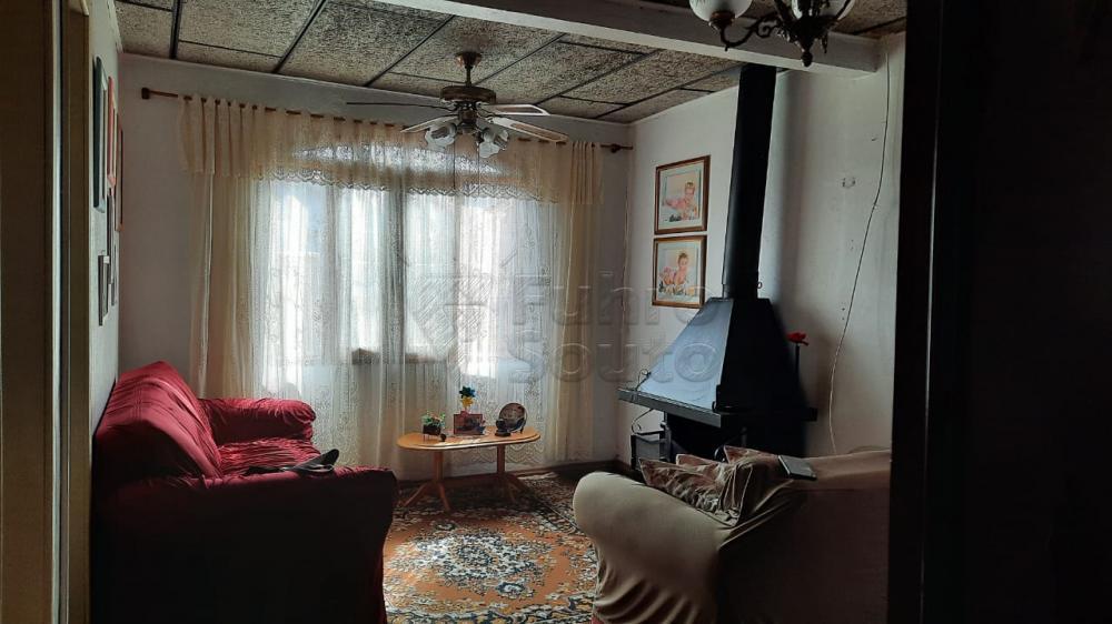 Comprar Casa / Padrão em Pelotas R$ 290.000,00 - Foto 2