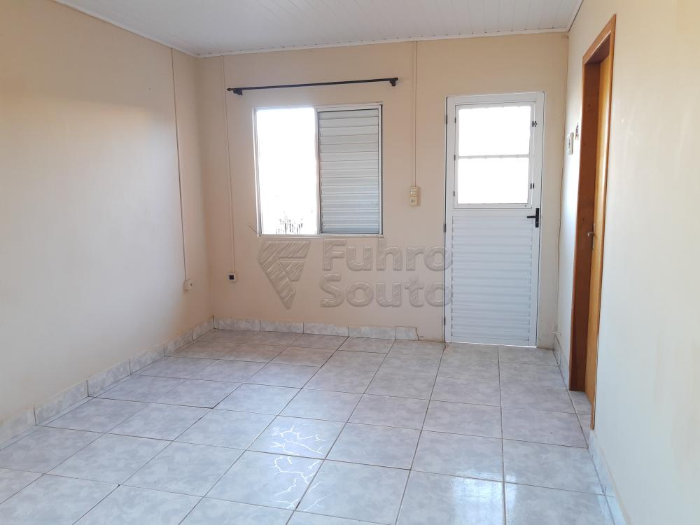 Alugar Casa / Padrão em Pelotas R$ 790,00 - Foto 5