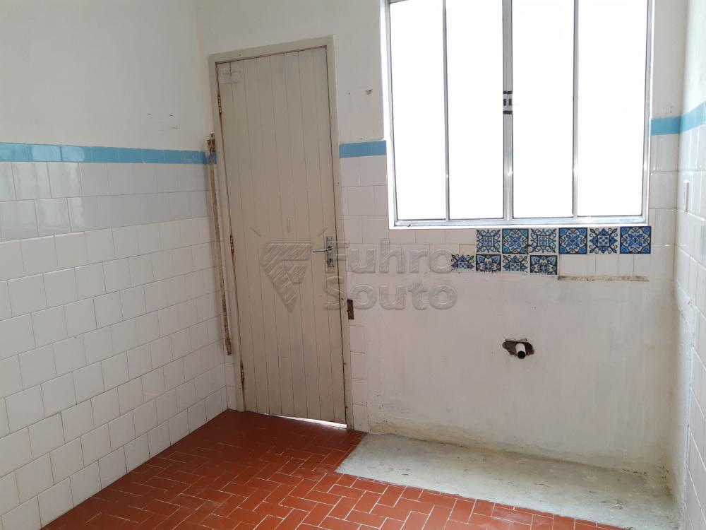 Alugar Apartamento / Fora de Condomínio em Pelotas R$ 800,00 - Foto 7