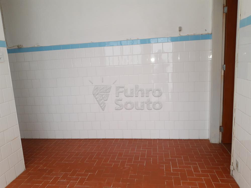 Alugar Apartamento / Fora de Condomínio em Pelotas R$ 800,00 - Foto 8