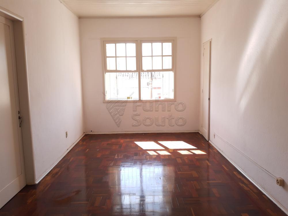 Alugar Apartamento / Fora de Condomínio em Pelotas R$ 980,00 - Foto 2
