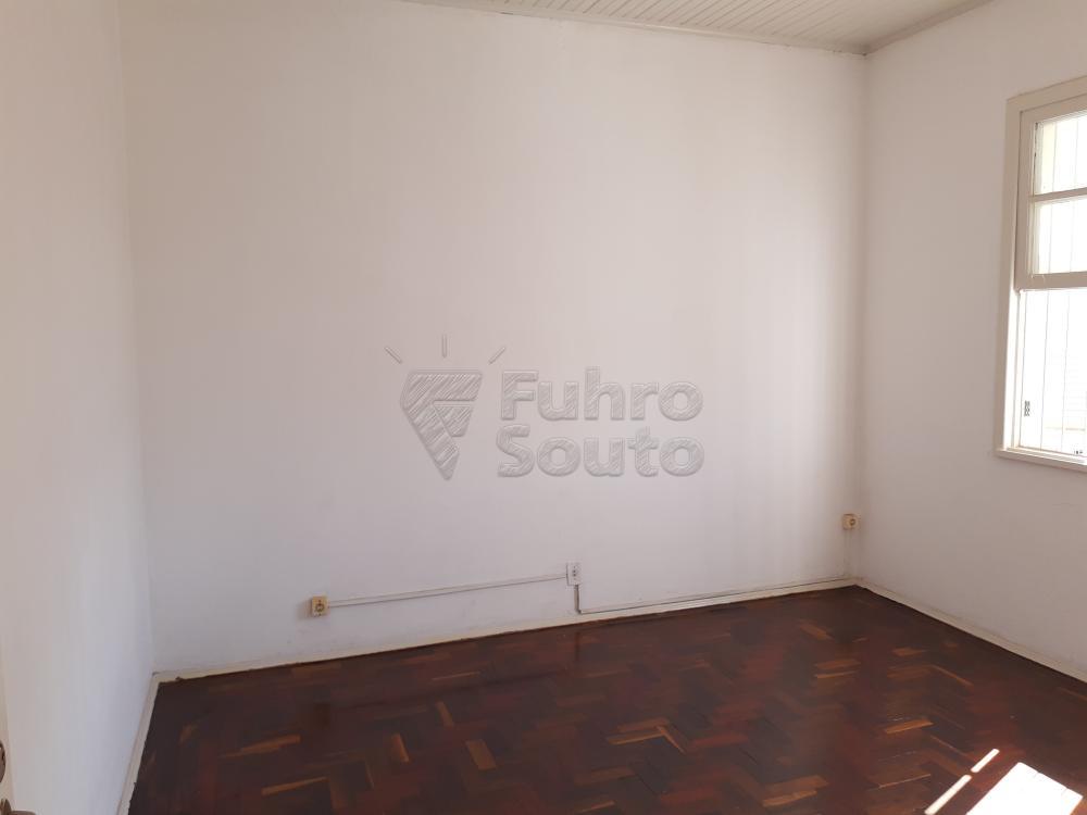 Alugar Apartamento / Fora de Condomínio em Pelotas R$ 980,00 - Foto 5