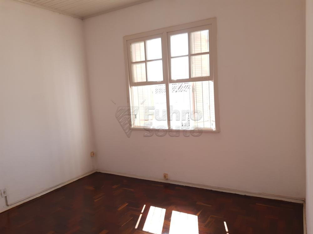 Alugar Apartamento / Fora de Condomínio em Pelotas R$ 980,00 - Foto 6