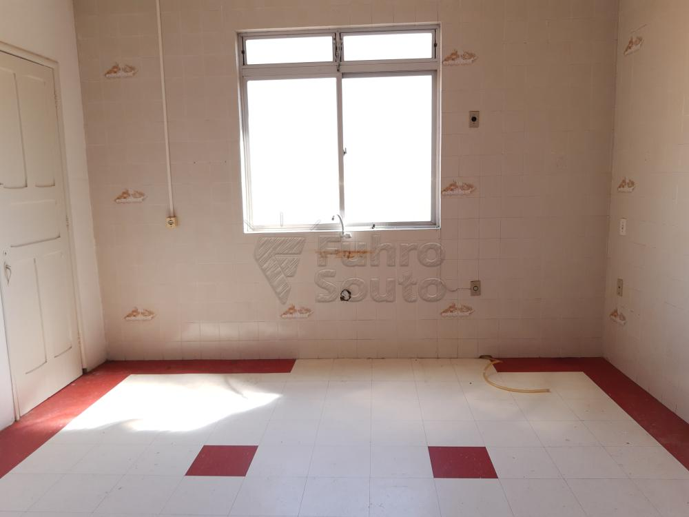 Alugar Apartamento / Fora de Condomínio em Pelotas R$ 980,00 - Foto 11