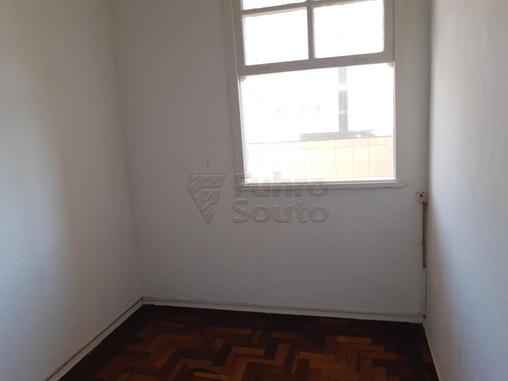 Alugar Apartamento / Fora de Condomínio em Pelotas R$ 980,00 - Foto 15