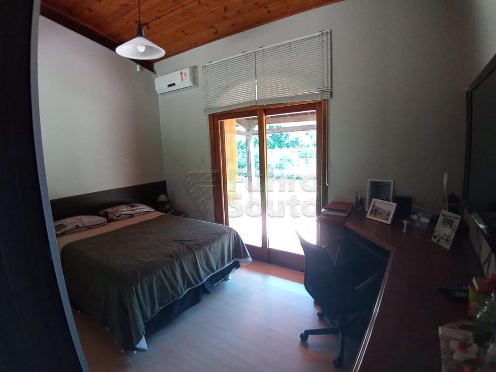 Comprar Casa / Padrão em Pelotas R$ 920.000,00 - Foto 19