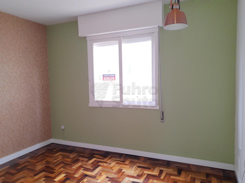 Alugar Apartamento / Padrão em Pelotas R$ 1.000,00 - Foto 2