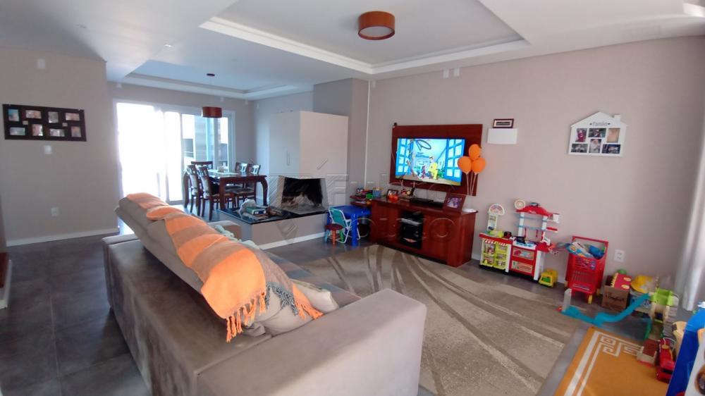 Comprar Casa / Padrão em Pelotas R$ 850.000,00 - Foto 2