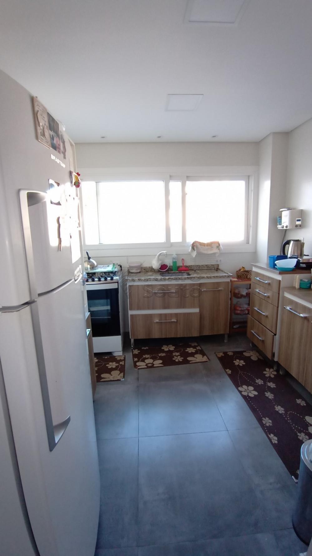 Comprar Casa / Padrão em Pelotas R$ 850.000,00 - Foto 5
