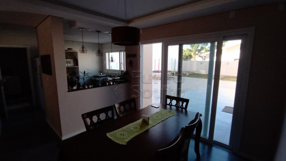 Comprar Casa / Padrão em Pelotas R$ 850.000,00 - Foto 4