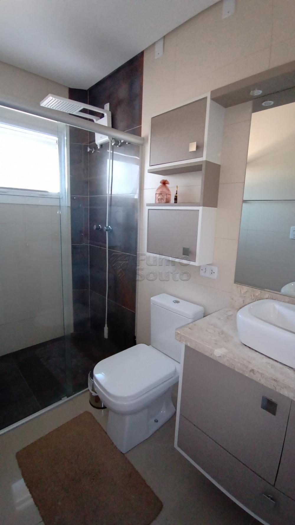 Comprar Casa / Padrão em Pelotas R$ 850.000,00 - Foto 9