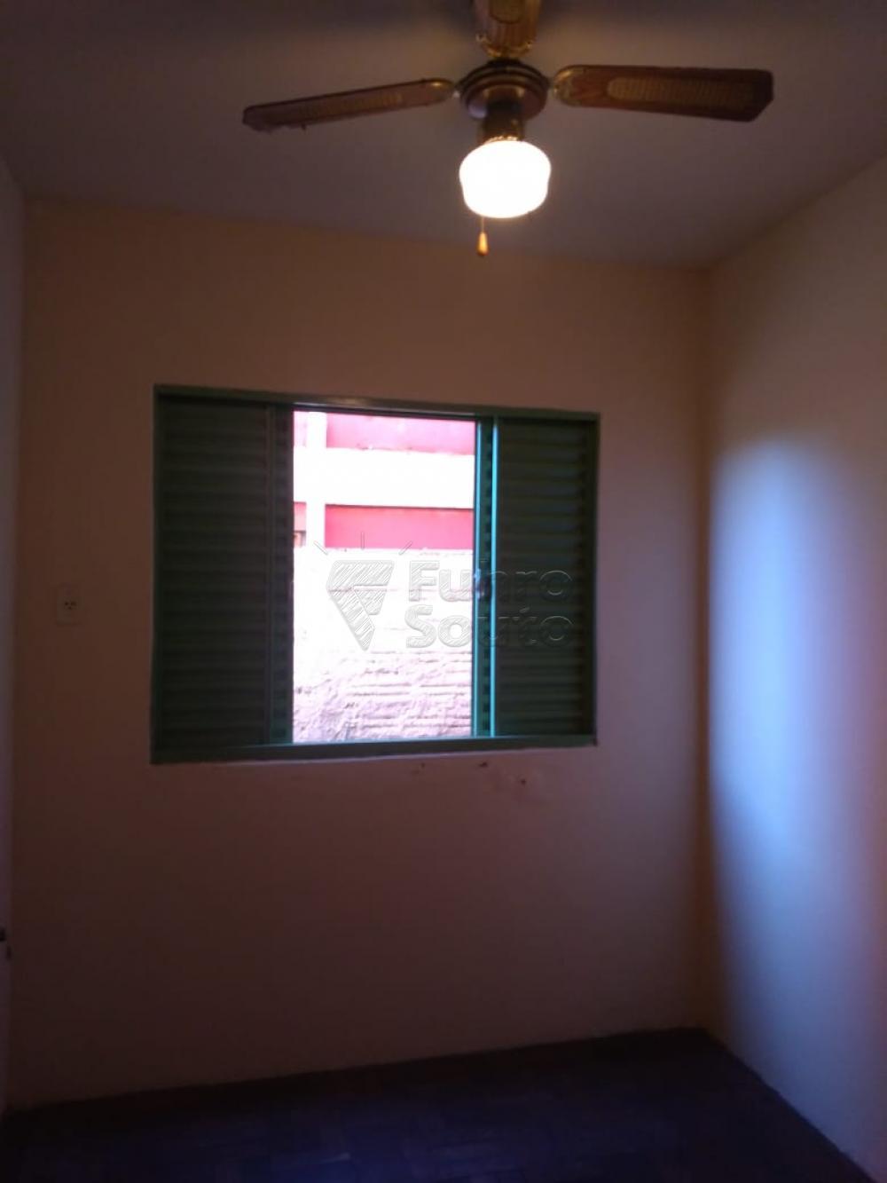 Comprar Casa / Padrão em Pelotas R$ 195.000,00 - Foto 9