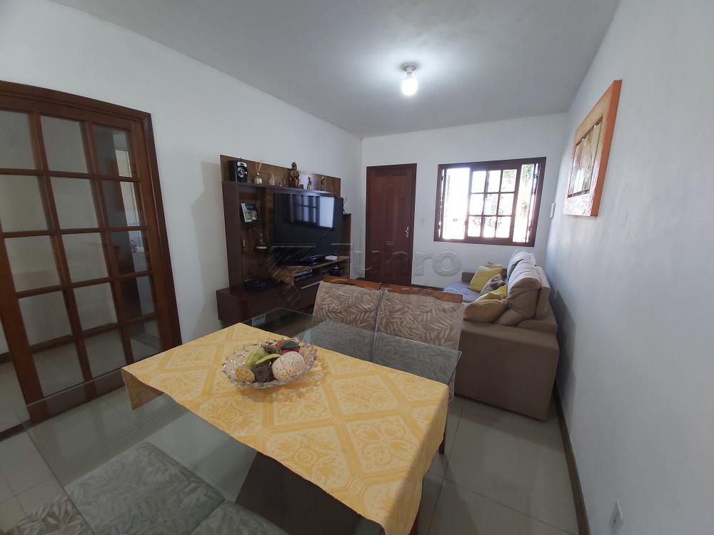 Comprar Casa / Padrão em Pelotas R$ 470.000,00 - Foto 1