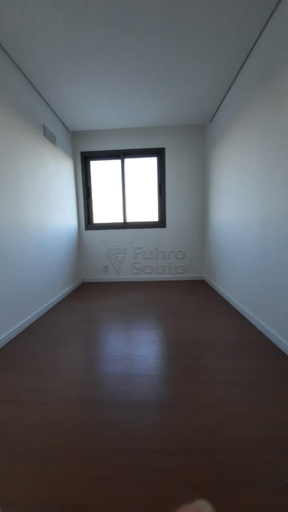 Comprar Apartamento / Padrão em Pelotas R$ 360.000,00 - Foto 3
