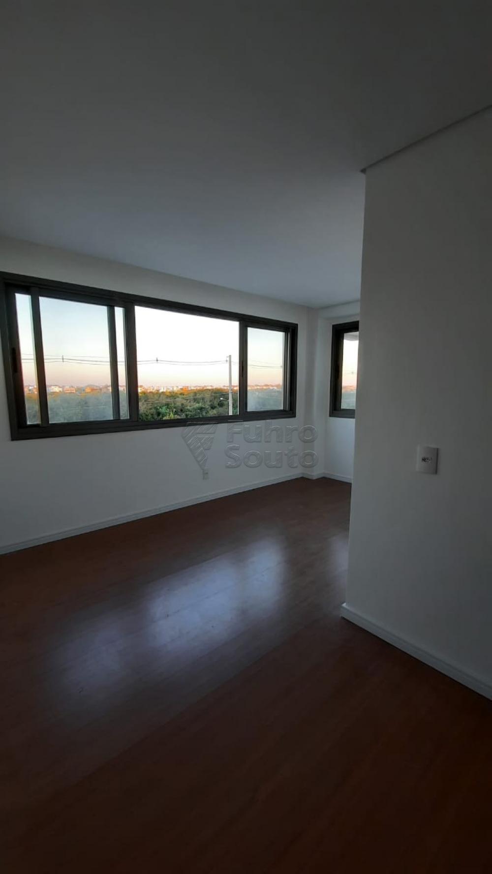Comprar Apartamento / Padrão em Pelotas R$ 360.000,00 - Foto 17