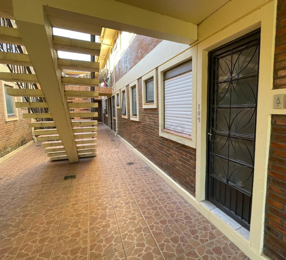 Alugar Apartamento / Padrão em Pelotas R$ 450,00 - Foto 2
