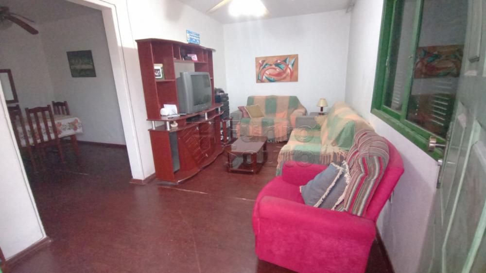 Comprar Casa / Padrão em Pelotas R$ 300.000,00 - Foto 1