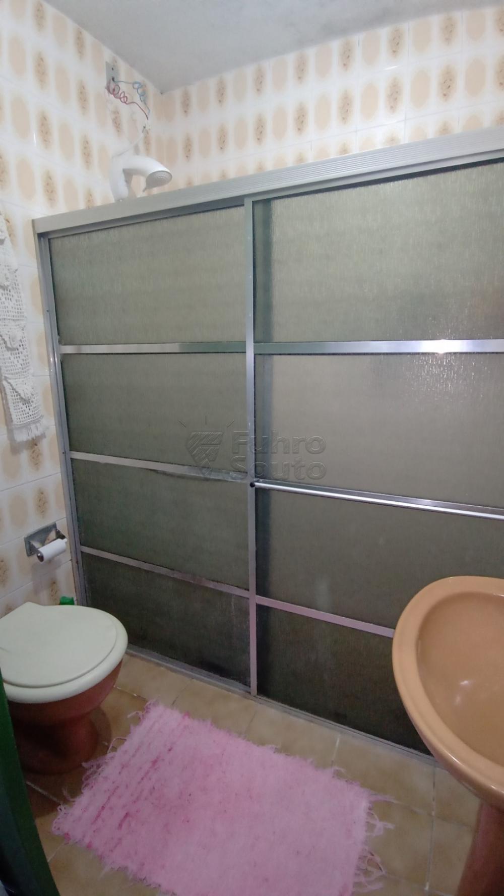 Comprar Casa / Padrão em Pelotas R$ 300.000,00 - Foto 3